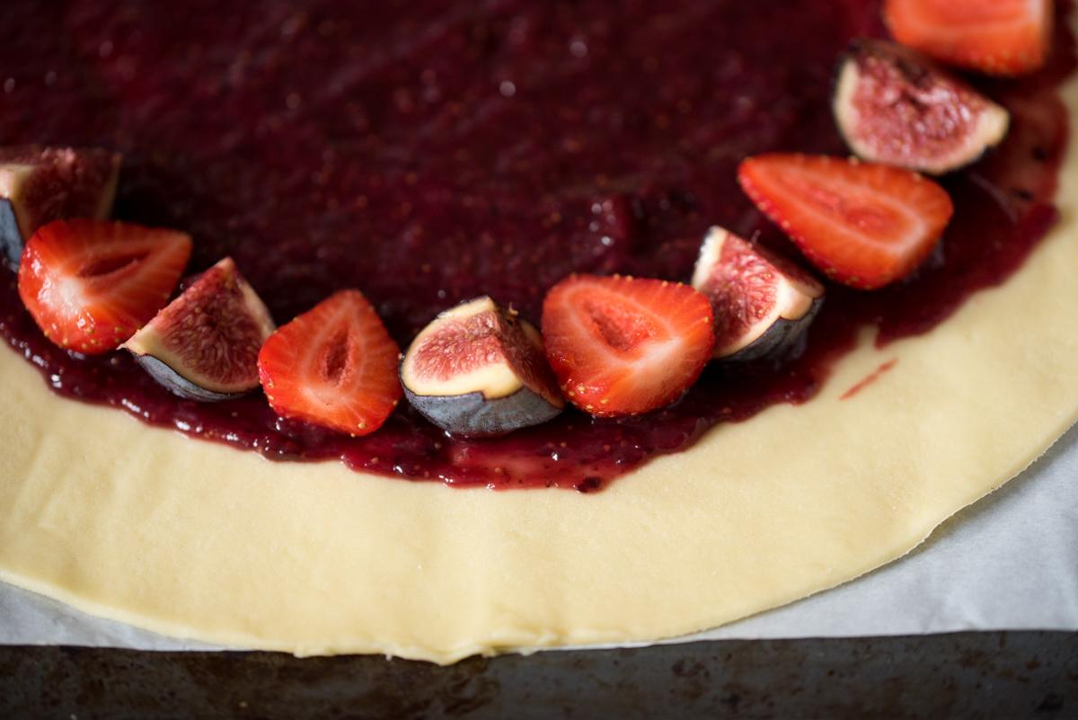 Tarte rustique aux figues & fraises