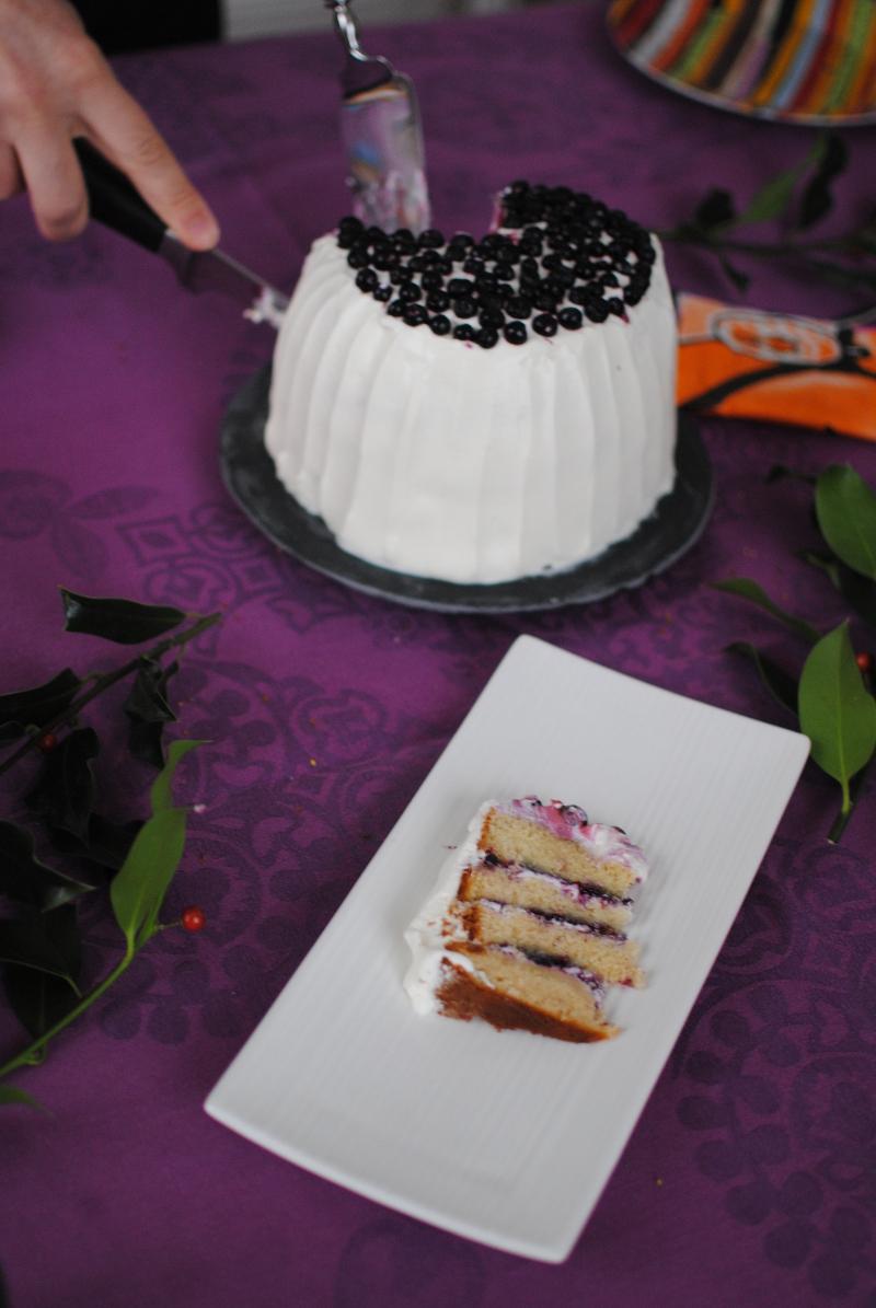 Layer cake aux myrtilles et glaçage au yaourt