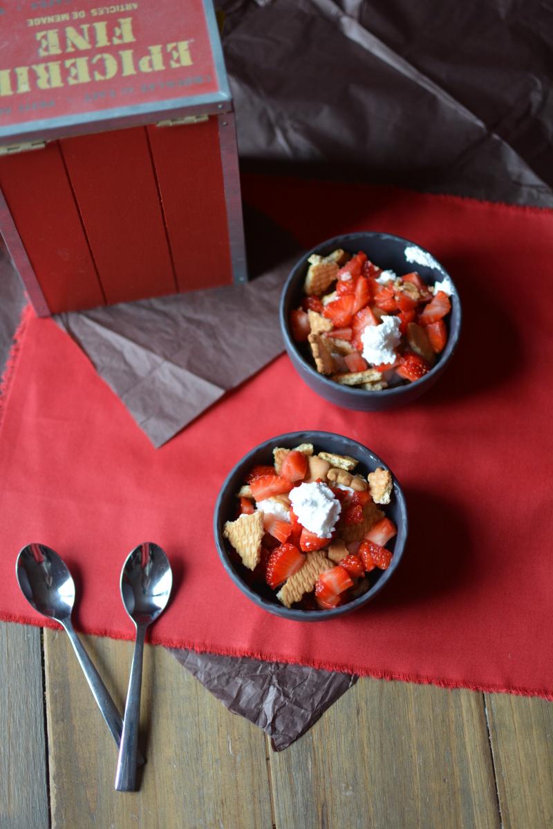 Verrines aux fraises minute avec les restes de meringue à l'italienne