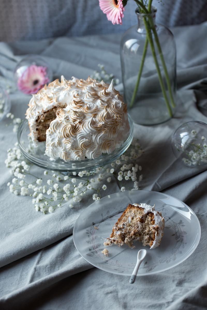Layer cake aux noisettes meringué